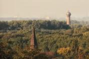 Der Ruhrpott ist schön grün... - Blick zum Wasserturm Rheinhausen-Bergheim