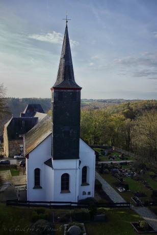 Pfarrkirche St. Martinus mit kleinem Friedhof