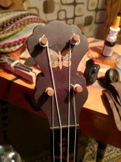 Beim Banjo von 1860 wurde der Schmetterling wohl nachträglich eingesetzt.