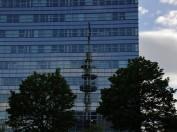 Turmspiegelung in der TargoBank-Fassade...